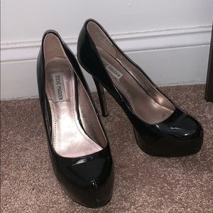 Steve Madden black patent leather platform pumps